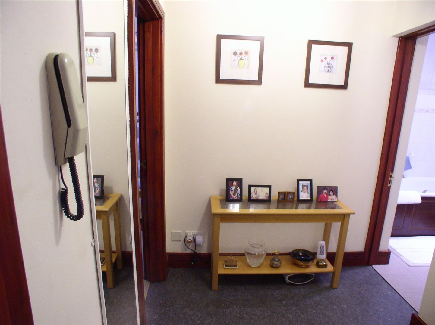 1 Bedroom Flat for sale in Hersham Road, Walton-On-Thames